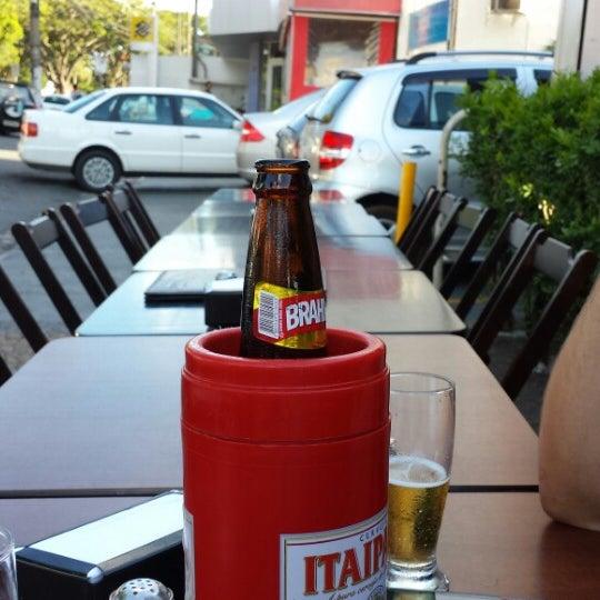 Foto tomada en Eskina Bar e Restaurante por Andrés R. el 12/19/2013