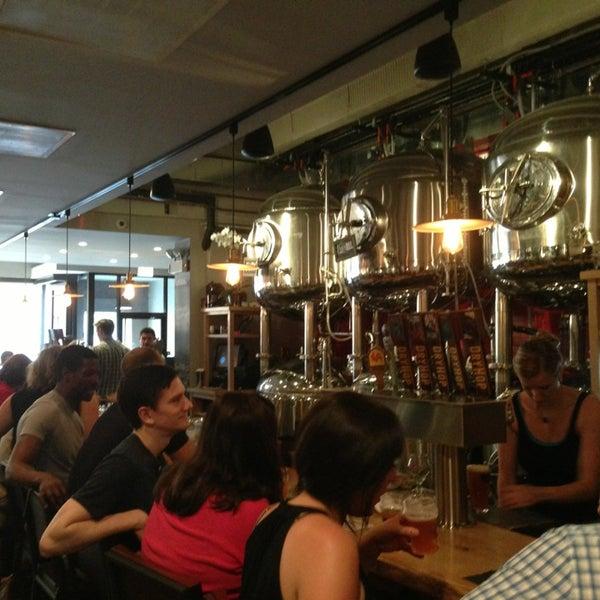7/8/2013에 KuanJen (Kevin) W.님이 DryHop Brewers에서 찍은 사진