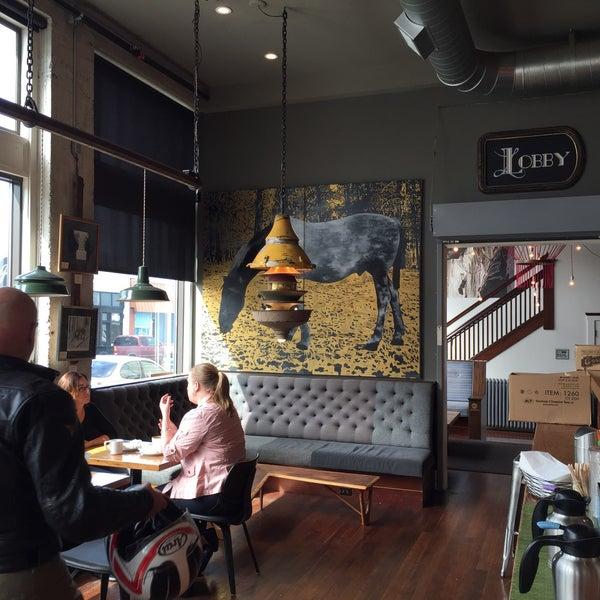 Foto diambil di Street 14 Cafe oleh Jennifer S. pada 3/28/2015