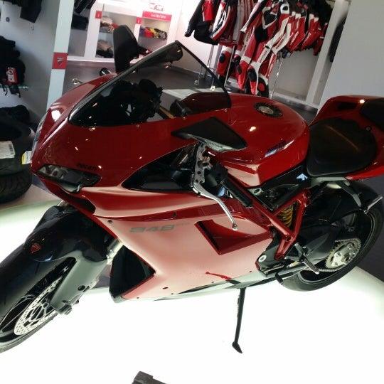 10/22/2014 tarihinde Hira S.ziyaretçi tarafından Ducati Motor Factory & Museum'de çekilen fotoğraf