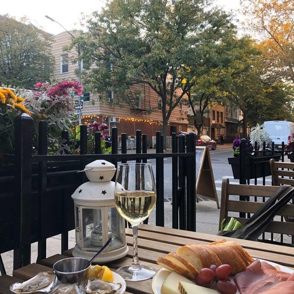 รูปภาพถ่ายที่ Pinkerton Wine Bar โดย Monica เมื่อ 10/15/2019