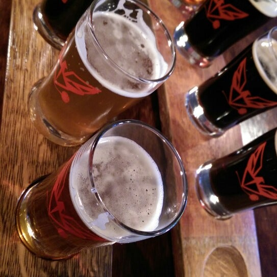Foto tomada en ChuckAlek Independent Brewers por joseph c. el 9/26/2014