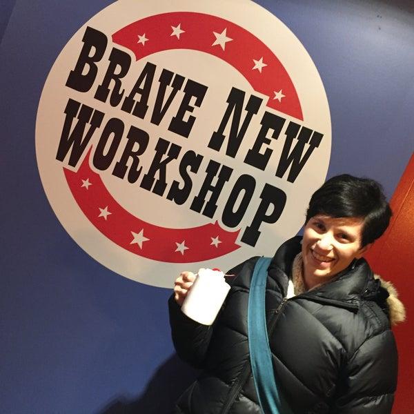 12/12/2015에 Janelle N.님이 Brave New Workshop Comedy Theatre에서 찍은 사진
