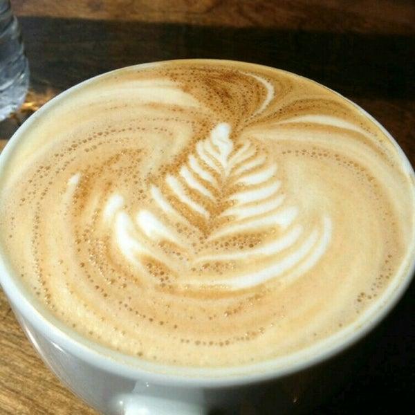 Снимок сделан в Sunrise Coffee пользователем Leaf A. 8/22/2015