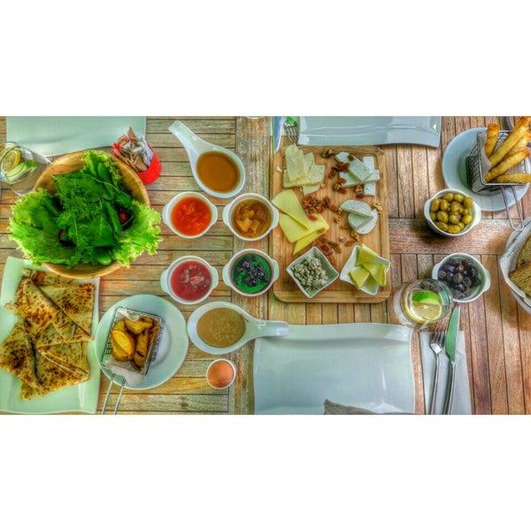 Foto diambil di Pano Restaurant ve Kahve Evi oleh Ezgi Ç. pada 5/31/2016