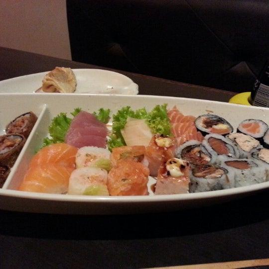 Foto tirada no(a) Kodai Sushi por Victor C. em 3/3/2013