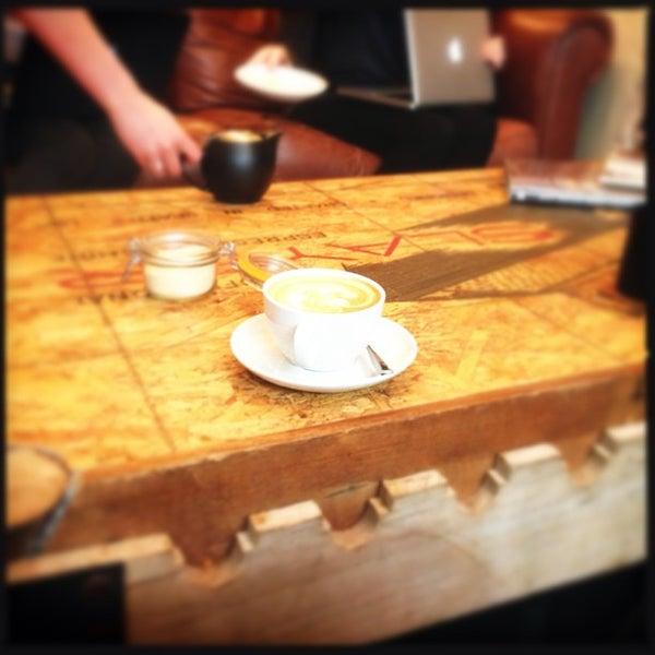 Foto diambil di Brew Lab Coffee oleh Beryl P. pada 3/14/2013