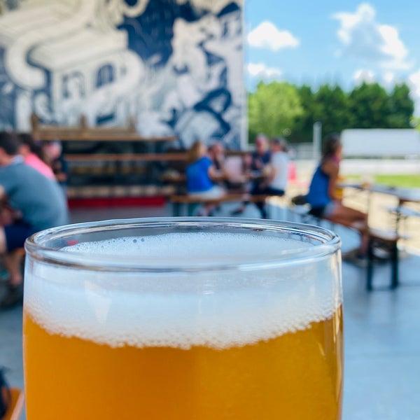 6/21/2020 tarihinde RaleighWhatsUpziyaretçi tarafından Oskar Blues Brewery'de çekilen fotoğraf