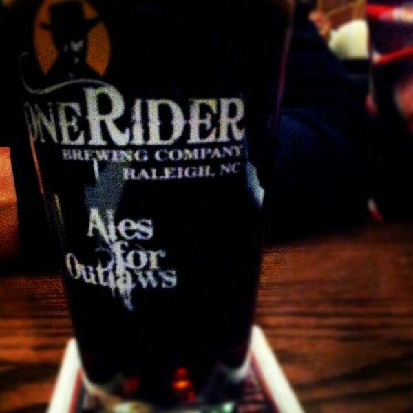 รูปภาพถ่ายที่ Tyler's Restaurant & Taproom โดย RaleighWhatsUp เมื่อ 11/3/2012