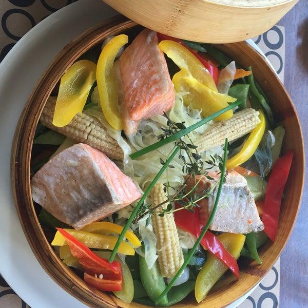 Foto tomada en Boon Cafe & Restaurant por Ümit Y. el 6/24/2016