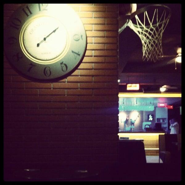 Foto diambil di Diesel Pub oleh Oğuzhan B. pada 11/4/2012
