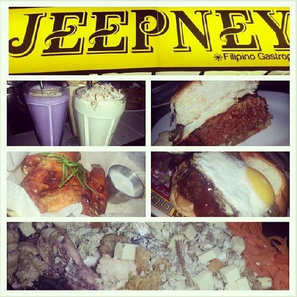 Foto tomada en Jeepney Filipino Gastropub por Vince G. el 6/13/2013