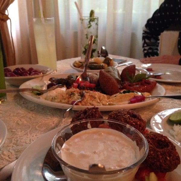 La mejor opción para nosotros los venganos! Pidan el plato libanés con opciones veganas!