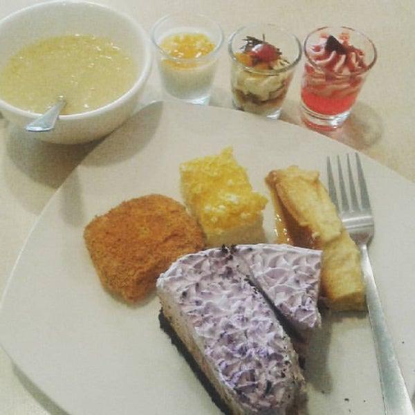 Снимок сделан в Love Desserts пользователем Jewee Y. 5/26/2017