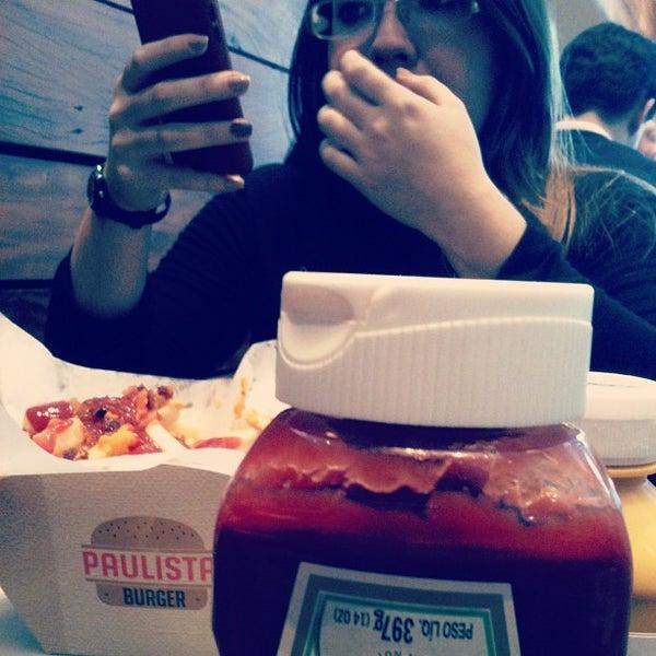 Photo prise au Paulista Burger par Juny S. le8/19/2013