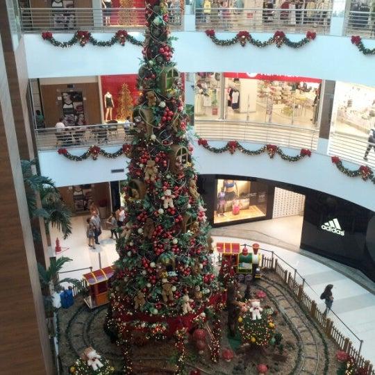 11/19/2012 tarihinde Carla S.ziyaretçi tarafından Goiânia Shopping'de çekilen fotoğraf