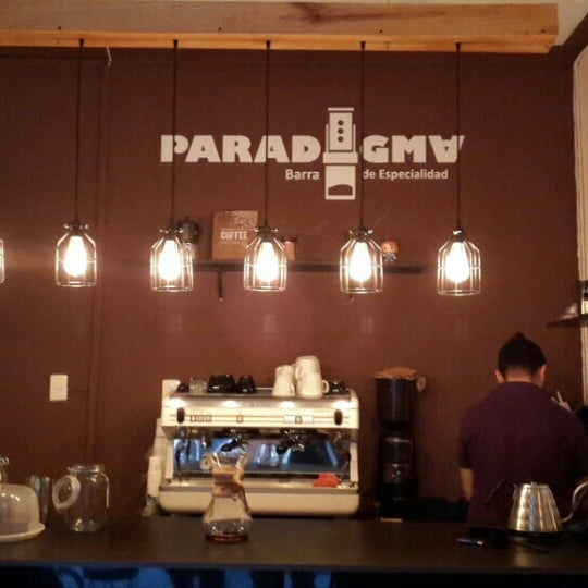รูปภาพถ่ายที่ Paradigma โดย Adán V. เมื่อ 4/6/2016