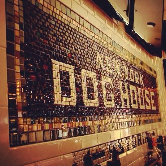รูปภาพถ่ายที่ New York Dog House โดย New York Dog House เมื่อ 8/23/2014