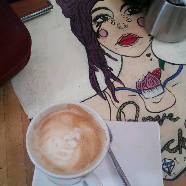 Foto tirada no(a) Cotta Coffee por Şule K. em 9/22/2016