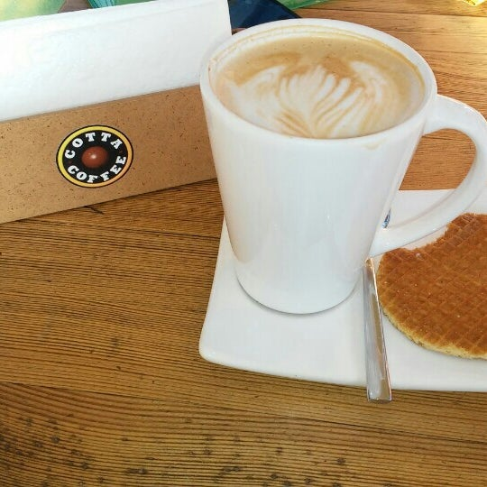 Foto tirada no(a) Cotta Coffee por Şule K. em 12/13/2015