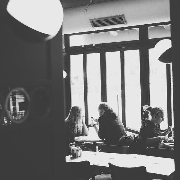 10/22/2015 tarihinde Abdi A.ziyaretçi tarafından Faros Restaurant'de çekilen fotoğraf