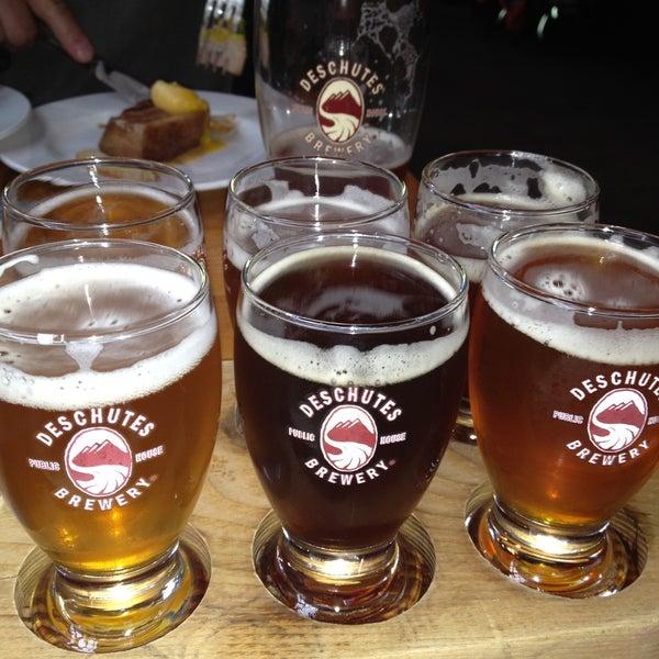 Foto tomada en Deschutes Brewery Portland Public House por PDXHappyHour G. el 5/23/2013