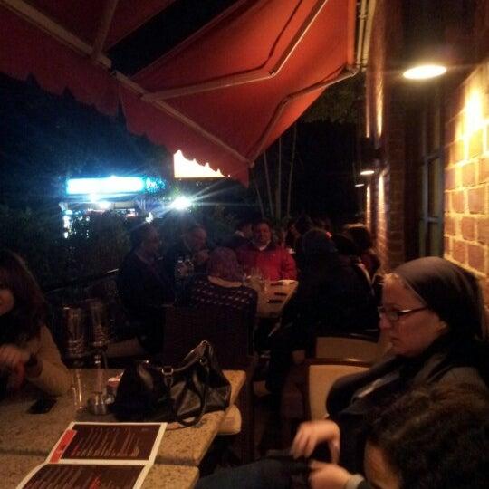 Foto scattata a Around The Corner Cafe da Tamer E. il 12/13/2012