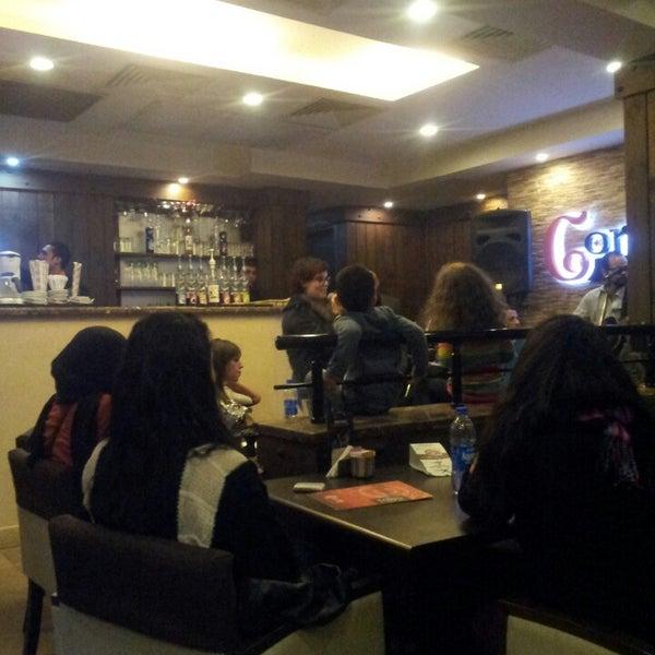 Foto scattata a Around The Corner Cafe da Tamer E. il 2/20/2013