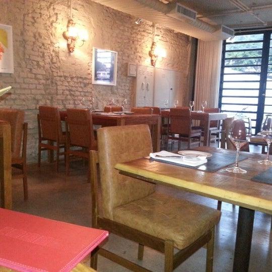Photo prise au Restaurante Miya par Carol B. le11/28/2012