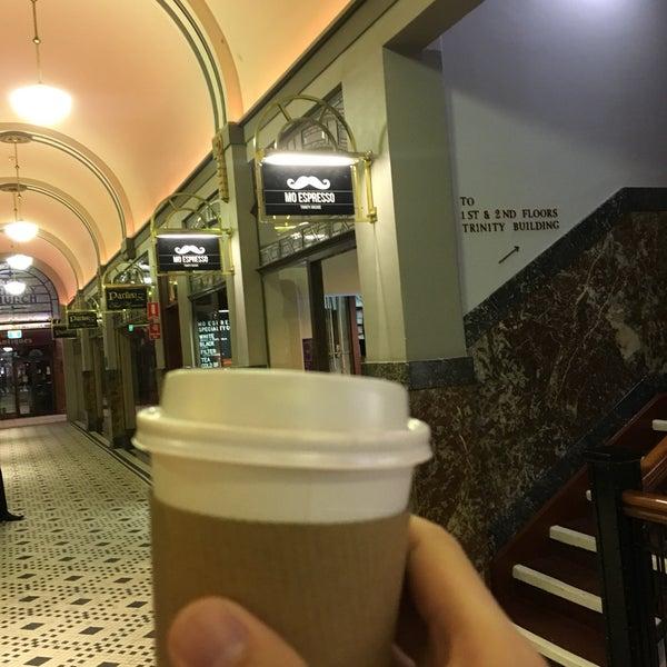 Foto diambil di Mo Espresso oleh Leslie C. pada 6/5/2018