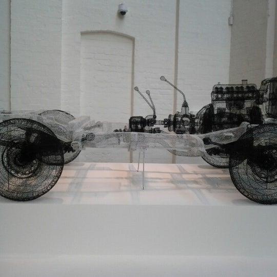Foto scattata a White Rabbit Gallery da L C. il 12/8/2012