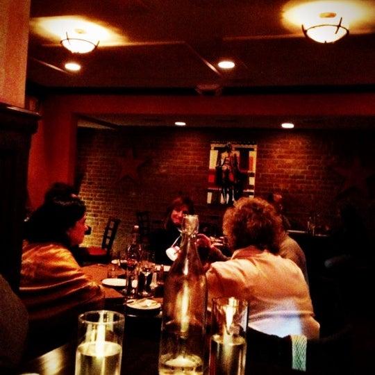 11/1/2012에 8PM R.님이 George and Martha's American Grill에서 찍은 사진