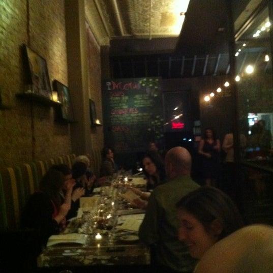 Foto tomada en Maslow 6 Wine Bar and Shop por Brian Q. el 2/28/2013