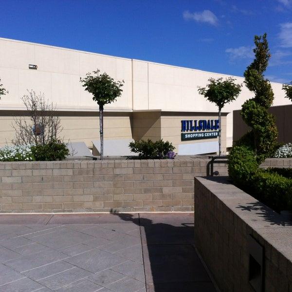 Foto tomada en Hillsdale Shopping Center por Devans00 .. el 3/28/2013