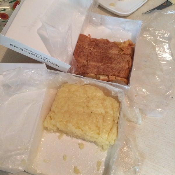 Sade peynir helvası daha güzel. Çünkü peyniri bol. Tel tel lif lif. Tabii sıcak yenmesi gerekir. Başka yerde bu kadar bol peynirlisini yemedim.