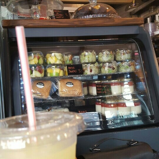 รูปภาพถ่ายที่ Milkbar Coffee & Panini โดย Lidya D.G. เมื่อ 5/3/2016