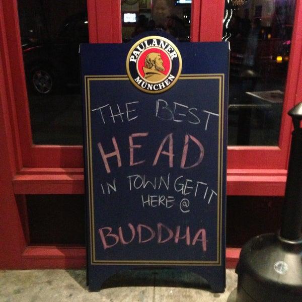 Photo prise au Buddha Beer Bar par Sophy B. le4/14/2013