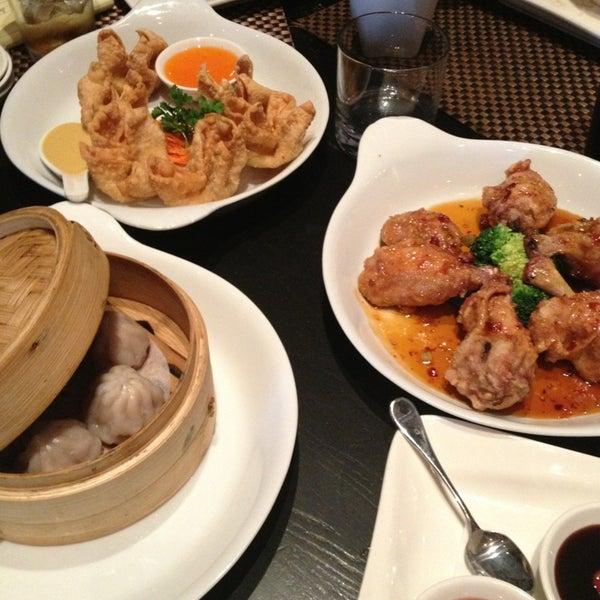Foto scattata a Koi Fine Asian Cuisine & Lounge da Andrew S. il 1/9/2013