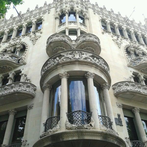 รูปภาพถ่ายที่ Casa Lleó i Morera โดย Roberta S. เมื่อ 5/30/2013