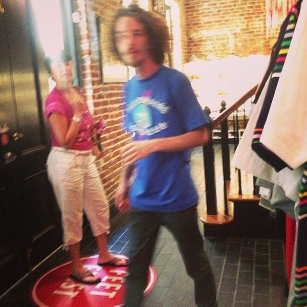 6/28/2013 tarihinde Jeni B.ziyaretçi tarafından Sneaker'de çekilen fotoğraf