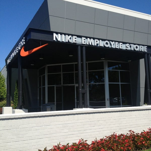 employee nike store in beaverton