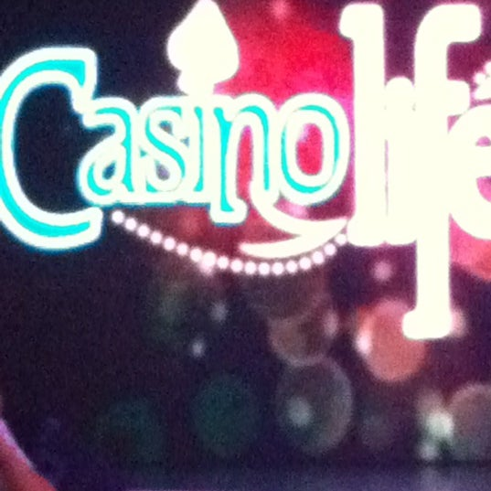 Photo prise au Casino Life par Pamela D. le1/25/2013