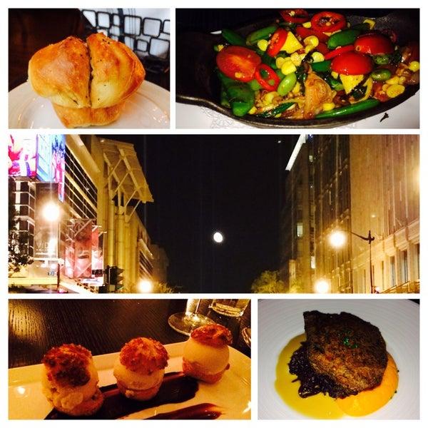 Photo prise au NoPa Kitchen + Bar par Brian L. le8/14/2014