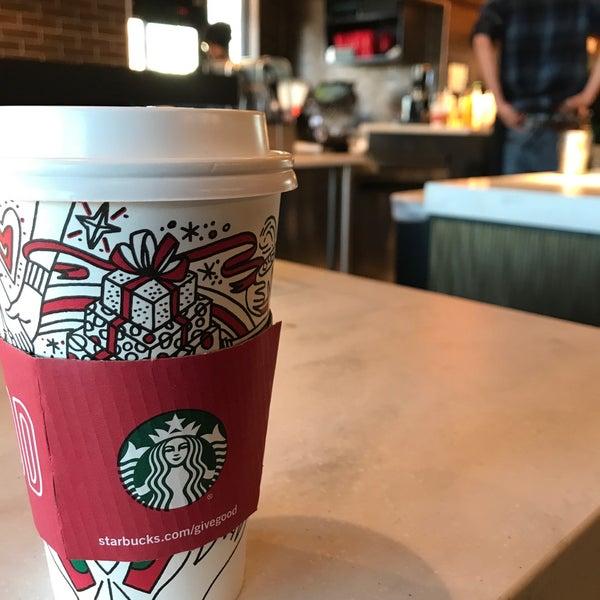 Das Foto wurde bei Starbucks von Mark P. am 11/24/2017 aufgenommen