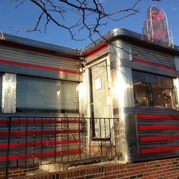 Снимок сделан в Silk City Diner Bar & Lounge пользователем Bill 3/23/2013
