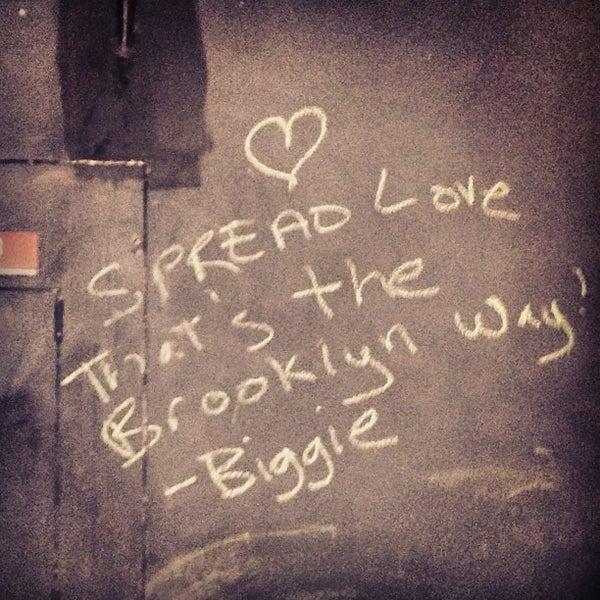 Foto tirada no(a) Brooklyn Commune por Theresa Minton N. em 3/29/2013