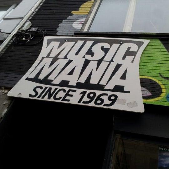 Foto tirada no(a) Music Mania por Robin P. em 1/2/2013