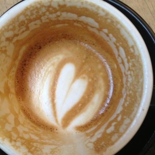 11/13/2012 tarihinde David R.ziyaretçi tarafından Kaffeine'de çekilen fotoğraf