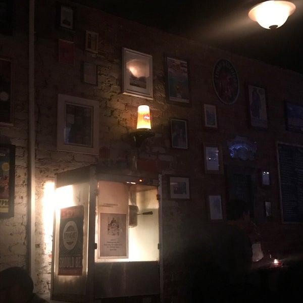 Das Foto wurde bei Fourth Avenue Pub von Steven T. am 11/19/2017 aufgenommen