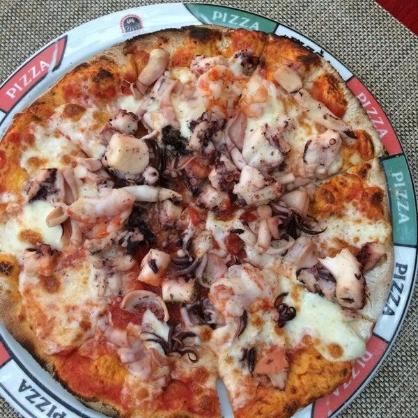 Súper recomendable la pizza de mariscos !!